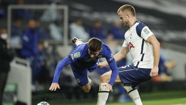 Pelatih Tottenham Hotspur Jose Mourinho dibuat marah oleh tingkah Eric Dier saat menghadapi Chelsea di babak keempat Piala Liga Inggris.