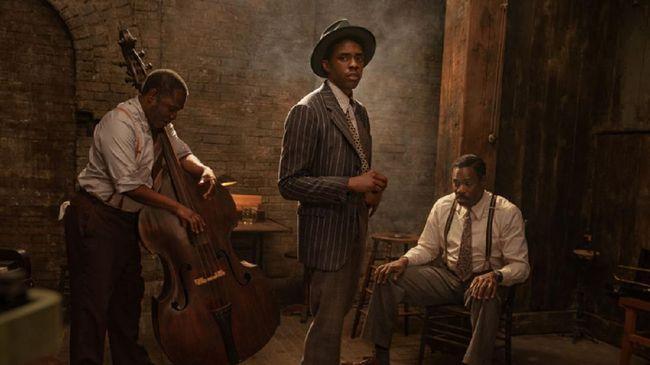Cuplikan aksi terakhir Chadwick Boseman sebelum meninggal tersebar di jagat maya. Dalam trailer Ma Rainey's Black Bottom itu, Boseman menjadi pemain trompet.