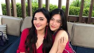 Ashanty dan Resiah Lim terlihat dekat layaknya kakak beradik, bukan artis dan asistennya.