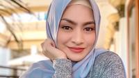 <p>Banyak netizen yang memuji Nathalie Holscher sangat cantik ketika berhijab, Bunda. (Foto: Instagram @nathalieholscher)</p>