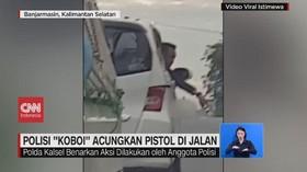 VIDEO: Polisi 'Koboi' Acungkan Pistol di Jalan
