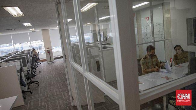 Kantor merupakan salah satu klaster yang kini bermunculan. Sejumlah tata cara menjaga jarak saat rapat di kantor bisa dilakukan.