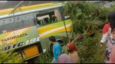 VIDEO: Rem Blong, Bus Tabrak 6 Kendaraan, 4 Tewas