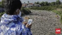 FOTO: Tumpukan Sampah di Kali Tarumajaya Bekasi