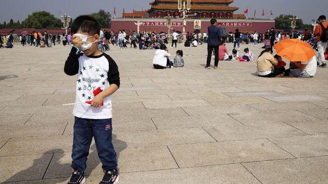China mengizinkan pasangan suami-istri diizinkan memiliki tiga anak guna menggenjot jumlah penduduk.