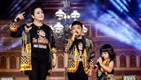 <p>Mengikuti jejak sang ayah, dua anak Didi Kempot ini jago bernyanyi lho. (Foto: Instagram @saka_praja__dk)</p>