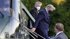FOTO: Lambaian Tangan Trump Sebelum Dibawa ke RS Militer