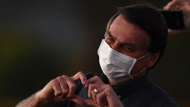 Presiden Brasil Jair Bolsonaro kembali menuai kontroversi dengan meminta rakyatnya tidak menjadi