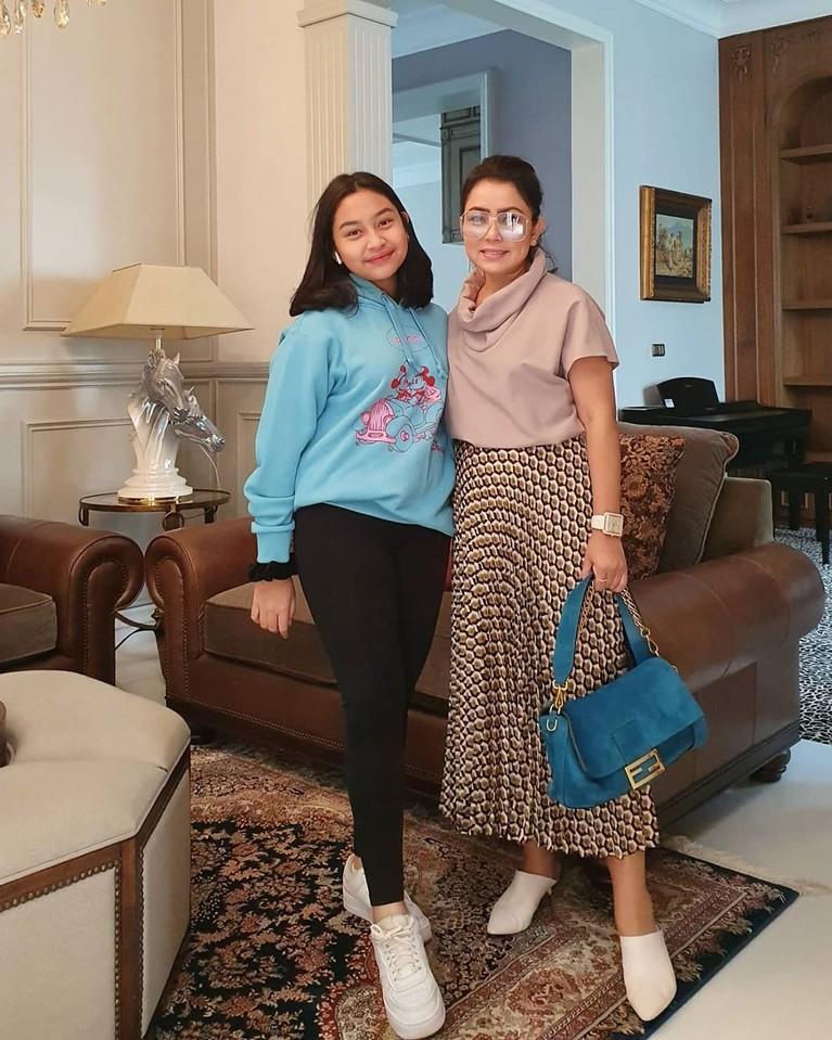 Khirani pun makin tumbuh cantik, mirip seperti ibunya. (Foto: Instagram @mayangsaritrihatmodjoreal)