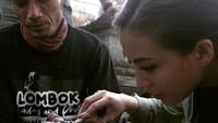 <p>Ia ikut menyelamatkan satwa yang dipelihara secara ilegal, termasuk buaya. (Foto: Instagram @manodelia)</p>