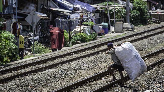 PT KAI Daop 1 Jakarta mengatakan bangunan di Pasar Gaplok, Pasar Senen, Jakpus berdiri di sekitar rel kereta api.
