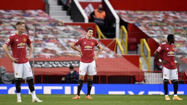 Manchester United tengah mengincar bek baru di bursa transfer Januari setelah lini belakang yang dikomandoi Harry Maguire tampil lembek.