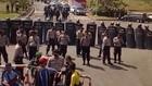 VIDEO: Polisi Bekasi Hadang Massa Buruh Ke DPR