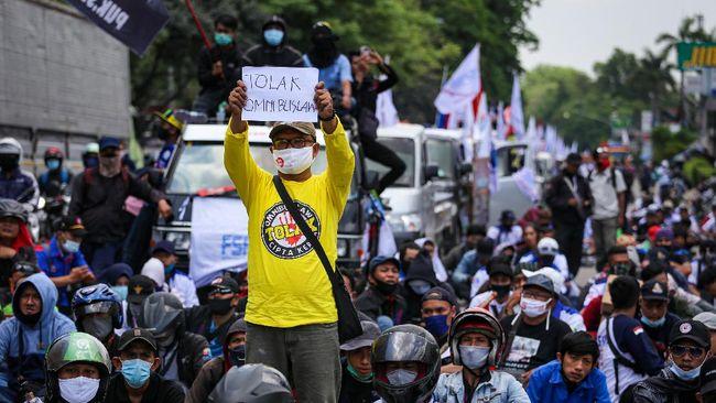 Rapat Paripurna pada hari ini mengagendakan pengesahan Omnibus Law RUU Cipta Kerja, di tengah gelombang protes publik, termasuk dari kalangan buruh.
