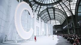 Chanel Bakal Gelar Peragaan Busana Fisik Juli Mendatang