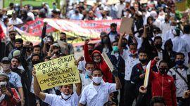 FOTO: Gelombang Demo Buruh Lawan Omnibus Law Cipta Kerja