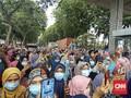 Ribuan Buruh Perempuan Blokir Akses Jalan Menuju Tangerang