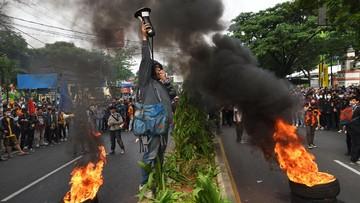 Di saat sejumlah daerah di luar Jakarta panas dengan demo massal menentan Omnibus Law Cipta Kerja, DKI masih adem akibat tindakan pencegahan polisi.