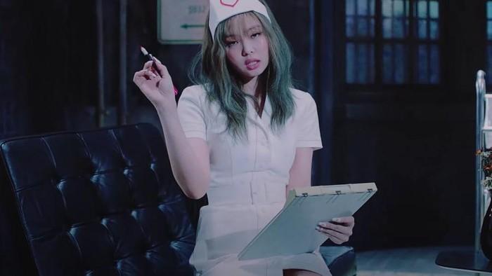 Kostum Perawat Jennie di MV 'Lovesick Girls' Menuai Kontroversi
