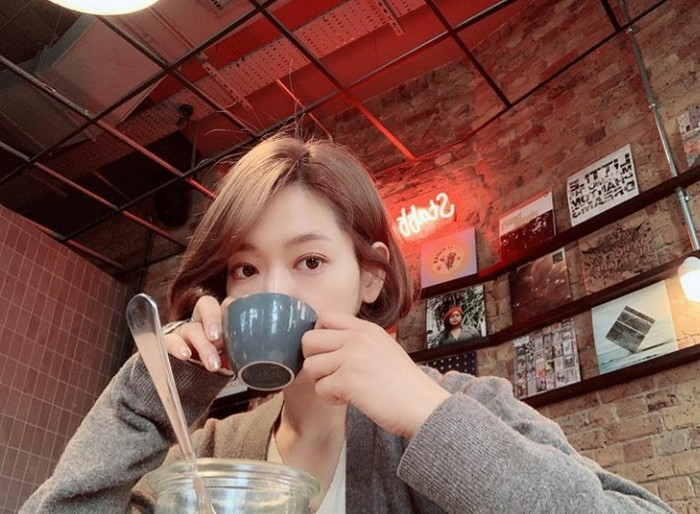 Penampilan terbaru dari Park Shin Hye ini bisa saja menjadi salah satu keperluan untuk shooting sebuah drama atau film terbaru. Seperti yang diketahui, Park Shin Hye merupakan salah satu aktris Korea yang tidak pernah absen membintangi drama maupun film setiap tahunnya. Liburan disela-sela padatnya jadwal syuting, tampaknya Park Shin Hye sangat menikmati momen langka ini ya, Ladies. (Foto:instagram.com/ssinz7)