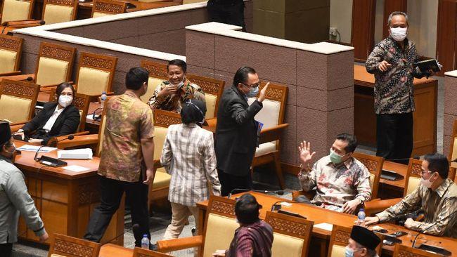 Wakil Ketua DPR Aziz Syamsuddin menyebut mik mati yang dialami anggota fraksi Demokrat saat rapat pengesahan UU Cipta Kerja, telah diatur dalam Tatib DPR.