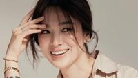 <p>Belum lama ini, Song Hye Kyo terpilih menjadi model perhiasan Chaumet asal Paris. (Foto: Instagram @kyo1122)</p>