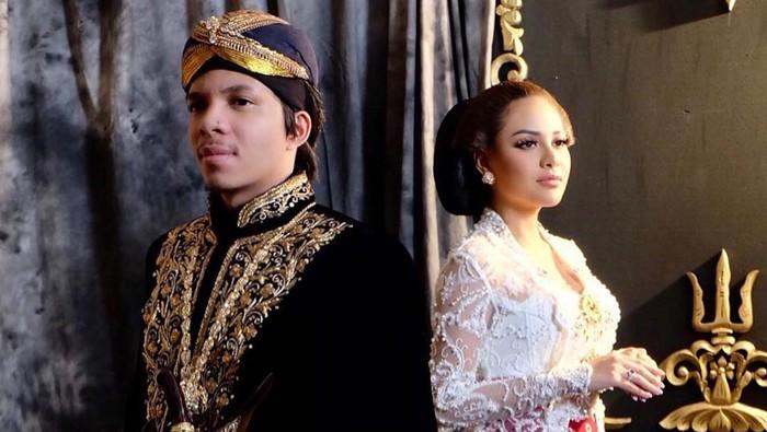 Potret Aurel Hermansyah & Atta Halilintar Pakai Baju Adat Jawa