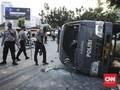 Bentrokan di Area Gedung DPR, Mobil Tahanan Dirusak