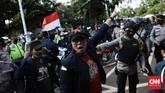 Demonstrasi mahasiswa menolak UU Cipta Kerja alias Omnibus Law di kawasan Gedung DPR RI, Jakarta Pusat, berakhir ricuh pada Rabu (7/10).