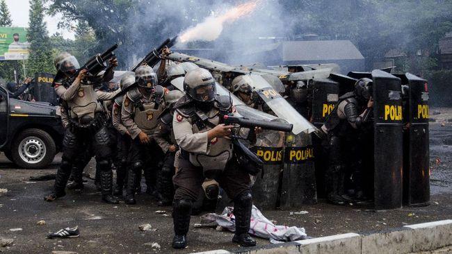 LBH Bandung mengecam dugaan kekerasan berlebih kepolisian terhadap ratusan pedemo tolak Omnibus Law Cipta Kerja pada 6-7 Oktober kemarin.
