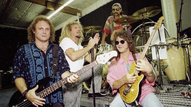 Dewa gitar, Eddie Van Halen, meninggal dunia pada usia 65 di Los Angeles, Selasa (6/9) waktu setempat setelah berjuang melawan kanker.