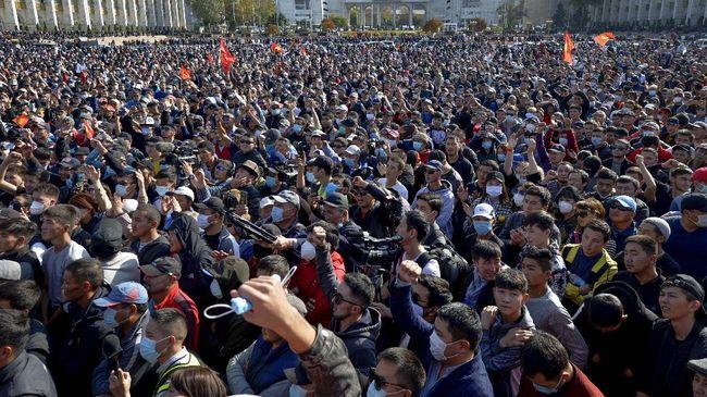 PM Kyrgyztan Kubatbek Boronov mengundurkan diri setelah kerusuhan pasca pemilihan umum pada Minggu (4/10).