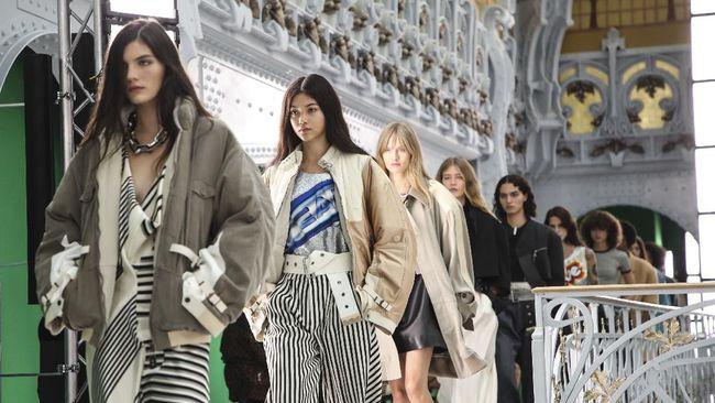 Paris Fashion Week bakal menggunakan alat baru untuk mengukur jejak karbon dan limbah tekstil untuk mengurangi dampak buruk terhadap lingkungan.