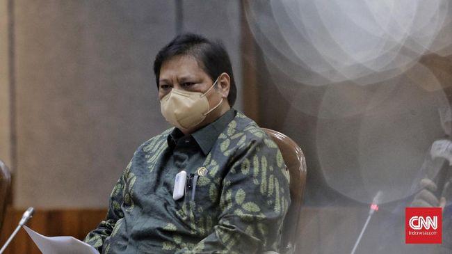 Menko Airlangga Hartarto menegaskan protokol kesehatan tetap berlaku meskipun proses vaksinasi dijalankan.