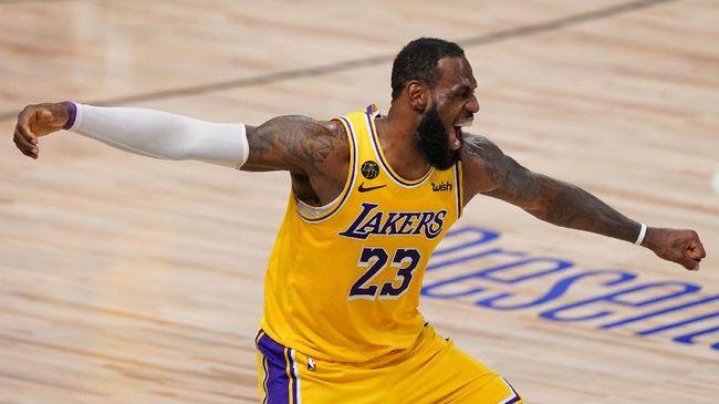 Bintang NBA dan juga LA Lakers LeBron James membalas kritik striker AC Milan Zlatan Ibrahimovic dan tidak akan berhenti bersuara.