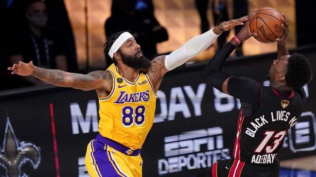 Los Angeles Lakers selangkah lagi juara NBA 2020 setelah memimpin 3-1 atas Miami Heat. Berikut foto pilihan laga game keempat.