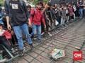 Massa Jebol Pagar Kantor Ganjar Pranowo, Polisi Terluka