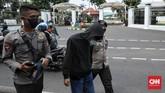 Polisi mengamankan sejumlah remaja, di antaranya pelajar, karena berniat menggelar demo tolak Omnibus Law Cipta Kerja di Gedung DPR, Jakarta.