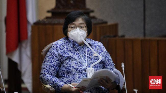 Menteri Kehutanan dan Lingkungan Hidup Siti Nurbaya Bakar menjawab kekhawatiran 35 investor global terhadap Omnibus Law Cipta Kerja.