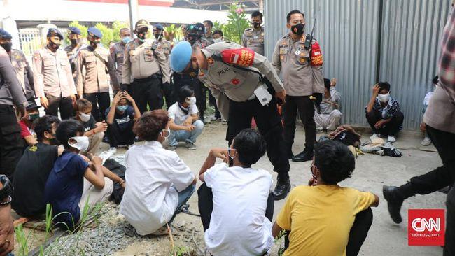 Sedikitnya 15 orang pelajar diamankan di Stasiun Bogor karena kedapatan ingin ikut demo menolak Omnibus Law di Jakarta.