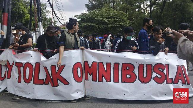 Polresta Yogyakarta menyatakan tidak ada mahasiswa dari 4 tersangka kericuhan dalam demonstrasi menolak Omnibus Law UU Ciptaker.