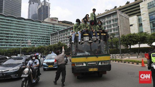 Polisi menangkap 5.918 demonstran tolak Omnibus Law di berbagai daerah, memproses 240 orang ke tingkat penyidikan dan menahan 87 orang lainnya.