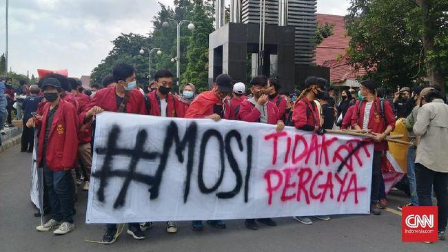 Aliansi Akademisi Menolak Omnibus Law menyebut imbauan Kemendikbud agar mahasiswa tidak berdemo telah melanggar kebebasan berpendapat dan kebebasan akademik.