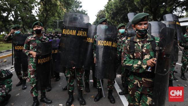 Pangdam Jaya Mayjen TNI Dudung Abdurachman mengancam pembubaran FPI apabila bertindak tak mematuhi aturan.