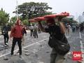 Polisi Pukul Jurnalis CNNIndonesia.com Liput Demo Omnibus Law