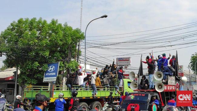Sebanyak 12 buruh yang mengikuti demo Omnibus Law di Tangerang reaktif Covid-19 usai rapid test meksi tanpa gejala.