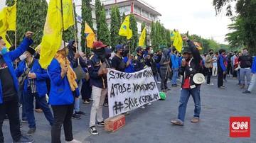 BEM SI mengancam akan menggelar aksi unjuk rasa tolak Omnibus Law Cipta Kerja karena kecewa dengan respons Jokowi.