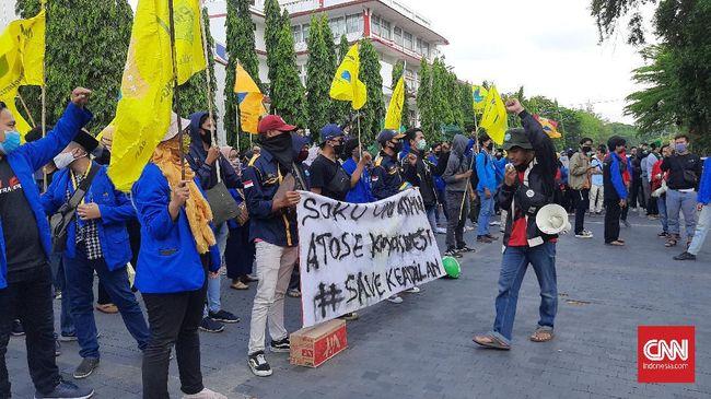 Aksi tolak omnibus law ciptaker yang berlansung sore ini di Solo diikuti sekitar 150 mahasiswa dari berbagai elemen, dan berjalan damai sampai selesai.