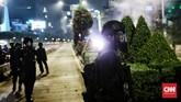Asap hitam pekat mengepul di sejumlah titik di Jakarta usai bentrok aparat dan massa demo tolak Omnibus Law. Situasi Jakarta sempat mencekam.