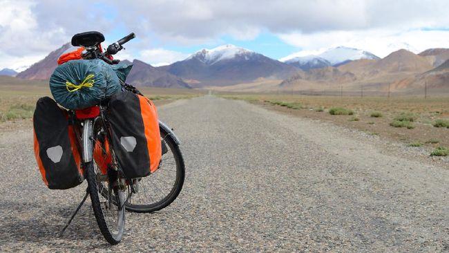 Pemula yang hendak bikepacking sebaiknya tak melakukannya sendirian serta tak memilih medan yang terjal atau yang ditempuh lebih dari 24 jam.